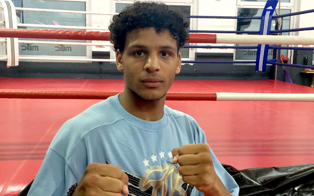 Deutscher Jugendmeister Noris Ukeh boxt in der Römerhalle